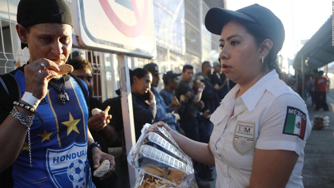 Migrantes frontera con México reciben atención humanitaria