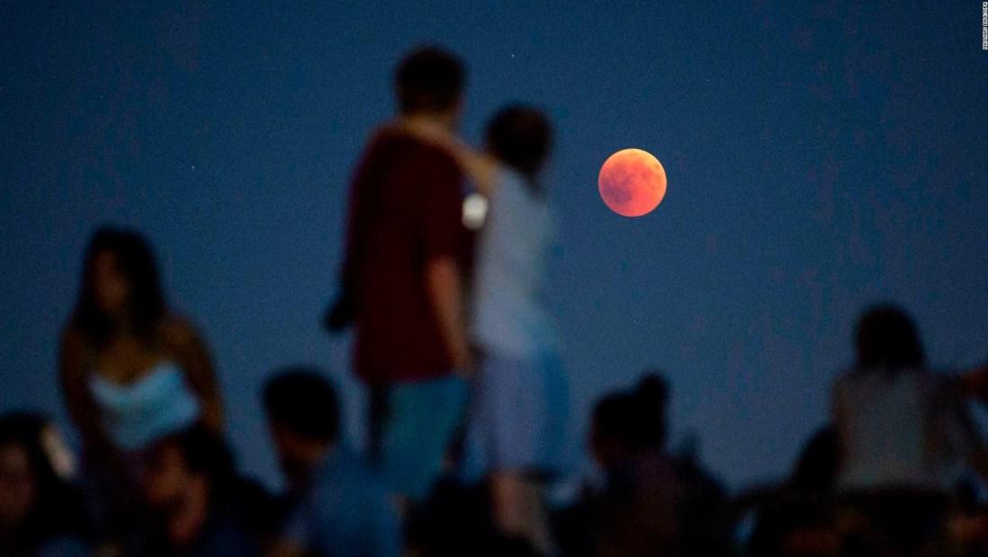 Así se vio la superluna de sangre o luna lobo