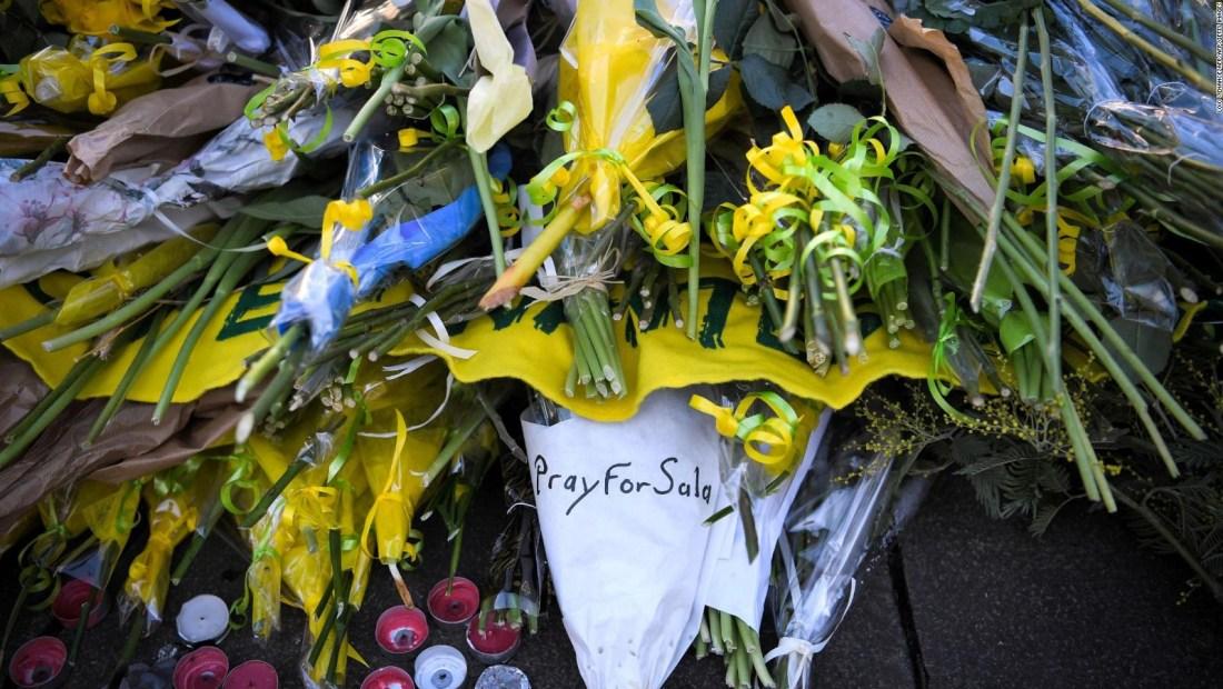 Familiares de Emiliano Sala esperan saber el destino del futbolista