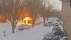 Este camión de correo estalla en llamas
