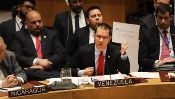"""Arreaza acusa a EE.UU. de estar """"delante del golpe de Estado"""""""
