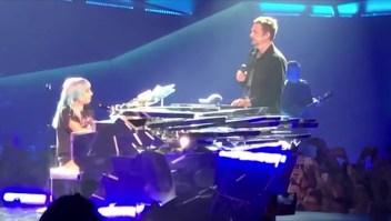 """Bradley Cooper y Lady Gaga cantan """"Shadow"""""""