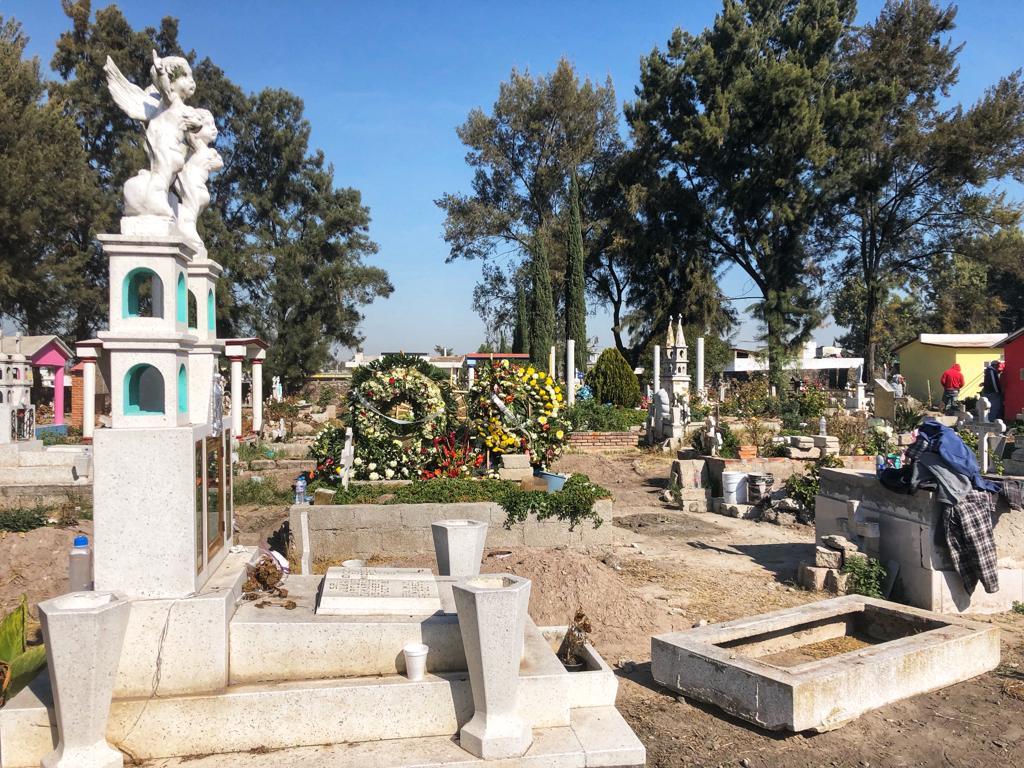 El cementerio de Tlahuelilpan se ha quedado sin espacio. Crédito: Krupskaia Alís/CNN