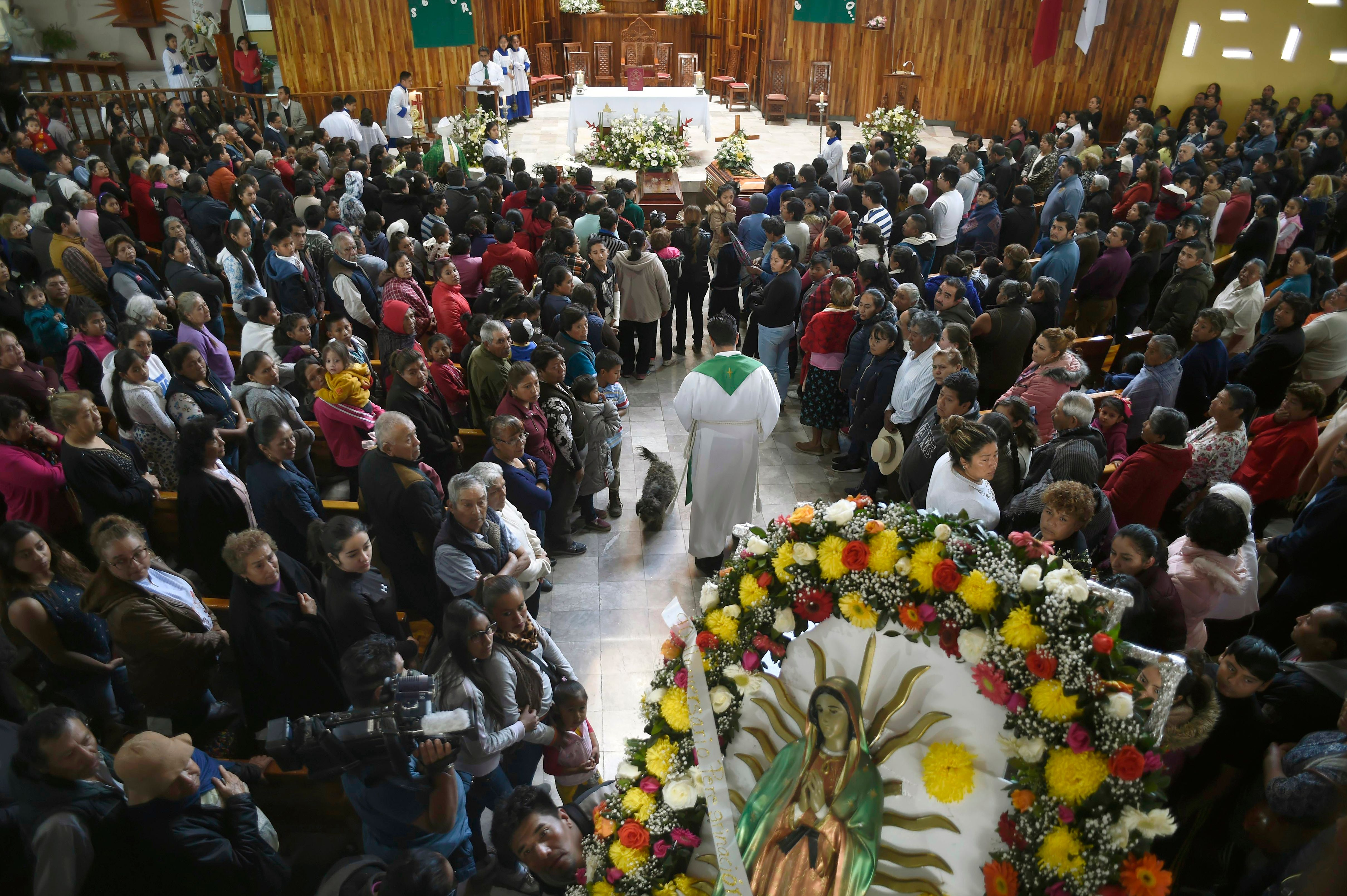 TOPSHOT - Relatives of three of the 73 people killed in a massive blaze triggered by a leaky pipeline in Tlahuelilpan, attend their funeral in Teltipan de Juarez community, in Hidalgo state, Mexico on January 20, 2019. - An explosion and fire in central Mexico killed at least 73 people after hundreds swarmed to the site of an illegal fuel-line tap to gather gasoline amid a government crackdown on fuel theft, officials said. (Photo by ALFREDO ESTRELLA / AFP) (Photo credit should read ALFREDO ESTRELLA/AFP/Getty Images)