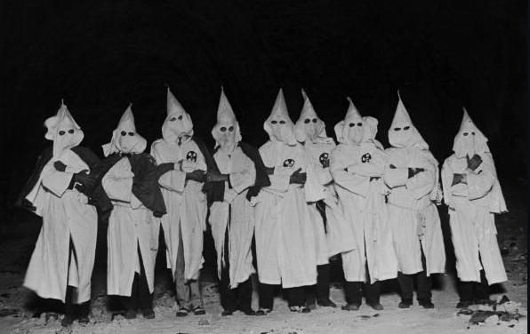 Diario pide que vuelva el Ku Klux Klan