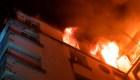 Incendio mortal en un edificio mata a al menos 10 personas