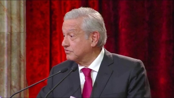 AMLO no descarta nueva Constitución en México