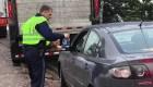 Policías ayudan a conductores varados por mal tiempo