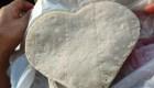 Tortillas en forma de corazón son éxito en ventas