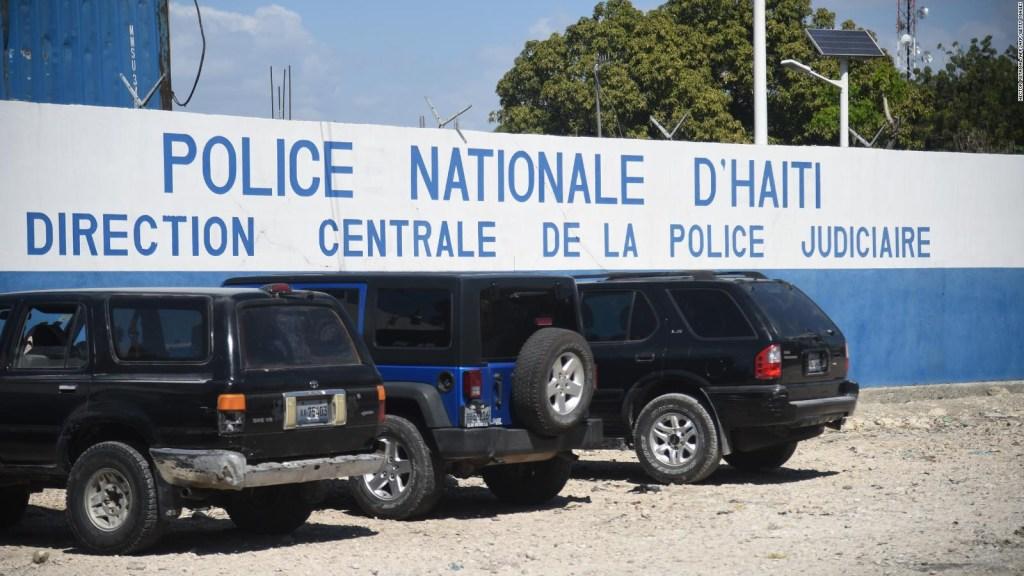 Aterrizan en EE.UU. los detenidos en Haití