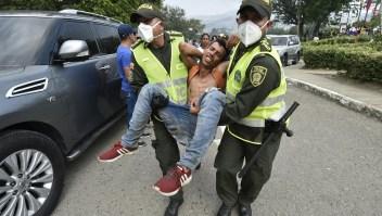 Al menos 285 lesionados por gases y armas