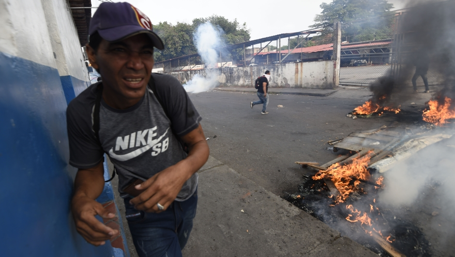 Venezuelans hold a protest in the border city of Ureña, Tachira, after President NIcolas Maduro's government ordered to temporary close down the border with Colombia on February 23, 2019. - Venezuela braced for a showdown between the military and regime opponents at the Colombian border on Saturday, when self-declared acting president Juan Guaido has vowed humanitarian aid would enter his country despite a blockade (Photo by JUAN BARRETO / AFP) (Photo credit should read JUAN BARRETO/AFP/Getty Images)