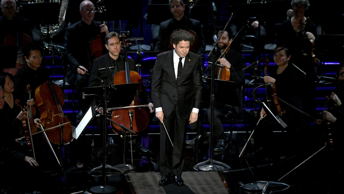HOLLYWOOD, CALIFORNIA - FEBRUARY 24: (EDITORS NOTE: Retransmission with alternate crop.) Gustavo Dudamel (C) and the Los Angeles Philharmonic perform onstage during the 91st Annual Academy Awards at Dolby Theatre on February 24, 2019 in Hollywood, California. (Photo by Kevin Winter/Getty Images)
