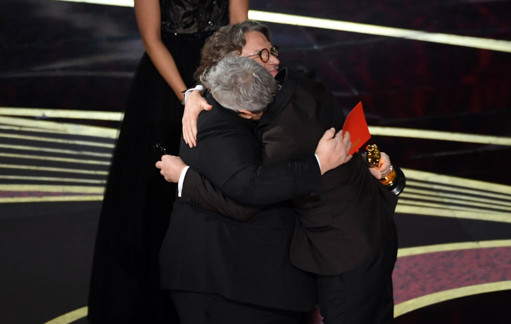 HOLLYWOOD, CALIFORNIA - FEBRUARY 24: Alfonso Cuaron accepts the Best Director award for 'Roma' from Guillermo del Toro onstage during the 91st Annual Academy Awards at Dolby Theatre on February 24, 2019 in Hollywood, California. (Photo by Kevin Winter/Getty Images)