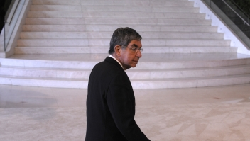 Costa Rica's President Oscar Arias Sanchez arrives for the start of the XIX Ibero-American Summit on November 30, 2009 in Estoril. Heads of state and government leaders of Portugal, Spain, Andorra and South American countries will gather in Estoril, outskirts of Lisbon, for the XIX Ibero-American Summit from November 29 to December 1, 2009. AFP PHOTO / MIGUEL RIOPA (Photo credit should read MIGUEL RIOPA/AFP/Getty Images)