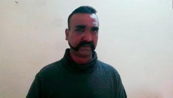 Pakistán liberó al piloto indio retenido