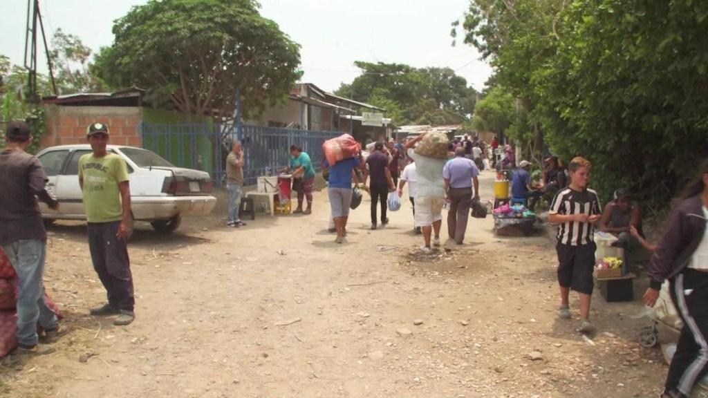Guardias cobran dinero en frontera Venezuela-Colombia