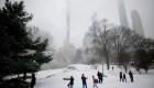 Intensa tormenta de nieve azota en noreste de EE. UU.