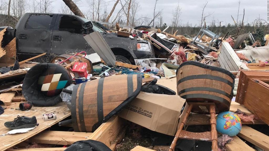 En ruinas, así quedó Salem tras paso de tornado