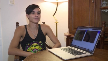 Él solo quiere pegar como hacker, para ganar su primer millón