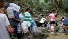 Los venezolanos hacen filas para conseguir agua