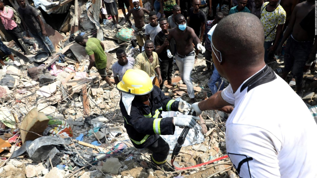 Derrumbe en edificio que tenía una escuela en Nigeria