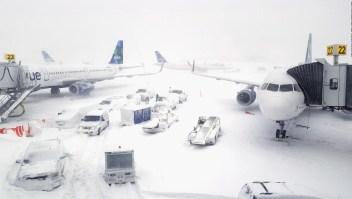 Miles de vuelos cancelados en EE.UU. por bomba ciclónica