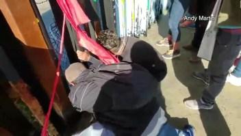 Migrantes cruzan ilegalmente la frontera en California