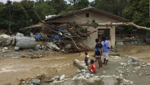Decenas de muertos en inundaciones y deslizamientos en Indonesia