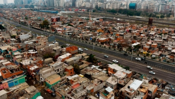 """Achim Steiner: """"40% de la gente que avanzan de la pobreza regresan"""""""
