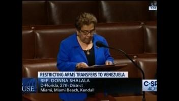 Legisladores de EE.UU. aprueban restricción de venta de armas a Venezuela