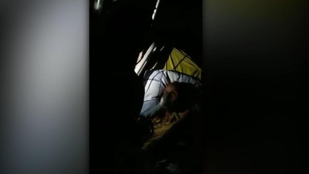 Atienden a pacientes venezolanos a la luz de linternas