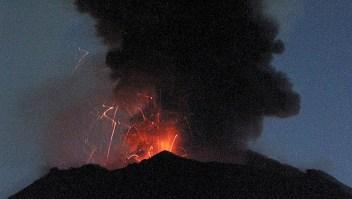 Erupción del volcán Popocatépetl el 19 de diciembre de 2000 vista desde San Nicolás de los Ranchos. (Crédito: OMAR TORRES/AFP/Getty Images).