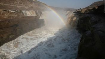 Crecimiento dramático de una cascada en China