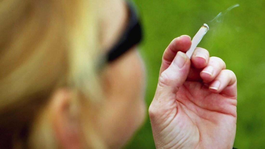 Fumar durante el embarazo y los riesgos por muerte súbita