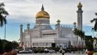 Brunei introduce ley de lapidación por sexo gay*