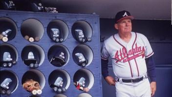 El exmánager de béisbol Bobby Cox fue hospitalizado