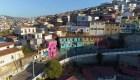 Visitamos Valparaíso con incontables subidas y bajadas. Descúbrela.