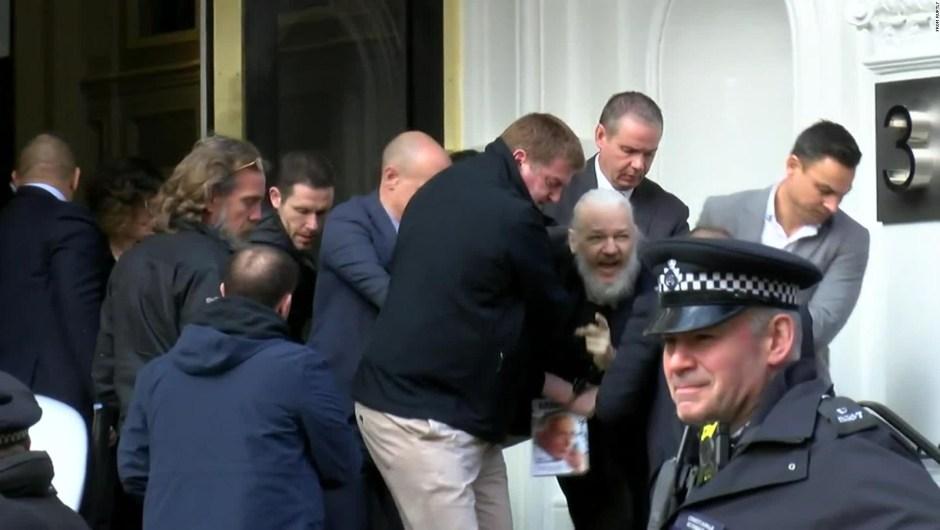La policía británica arresta a Julian Assange