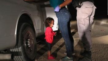 """""""Niña llorando en la frontera"""" es la Mejor Fotografía del Año"""