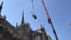 Estatuas de Notre-Dame por los aires