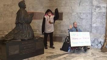 Mujer de 71 años hace huelga de hambre por las orcas