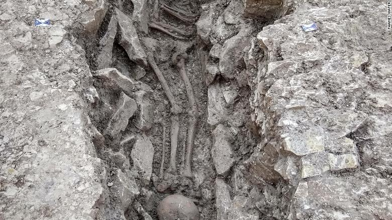 sacrificios humanos fotos inglaterra reino unido gran bretaña encuentran huesos evidencia