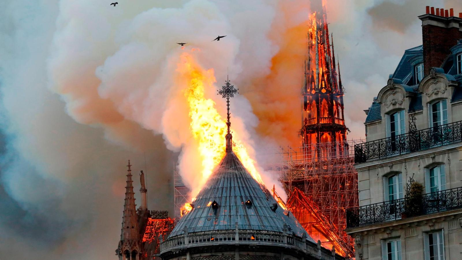 https://cnnespanol.cnn.com/wp-content/uploads/2019/04/190415140426-la-destruccion-de-notre-dame-incendio-paris-oirginal-digital-pkg-00000000-full-169.jpg?quality=100&strip=info