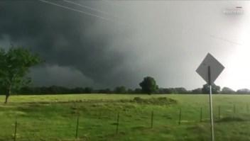 Nubes de tormenta se convierten en un tornado en Texas