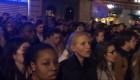 """Parisinos entonan el """"Ave María"""" mientras arde Notre Dame"""