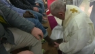 Jueves Santo: el papa lava los pies de 12 presos