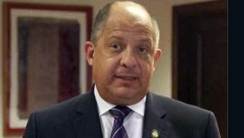 Luis Guillermo Solís, expresidente de Costa Rica, le cuenta a Camilo por qué se comió una avispa.