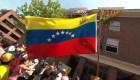 Venezolanos se manifiestan en la embajada de Washington
