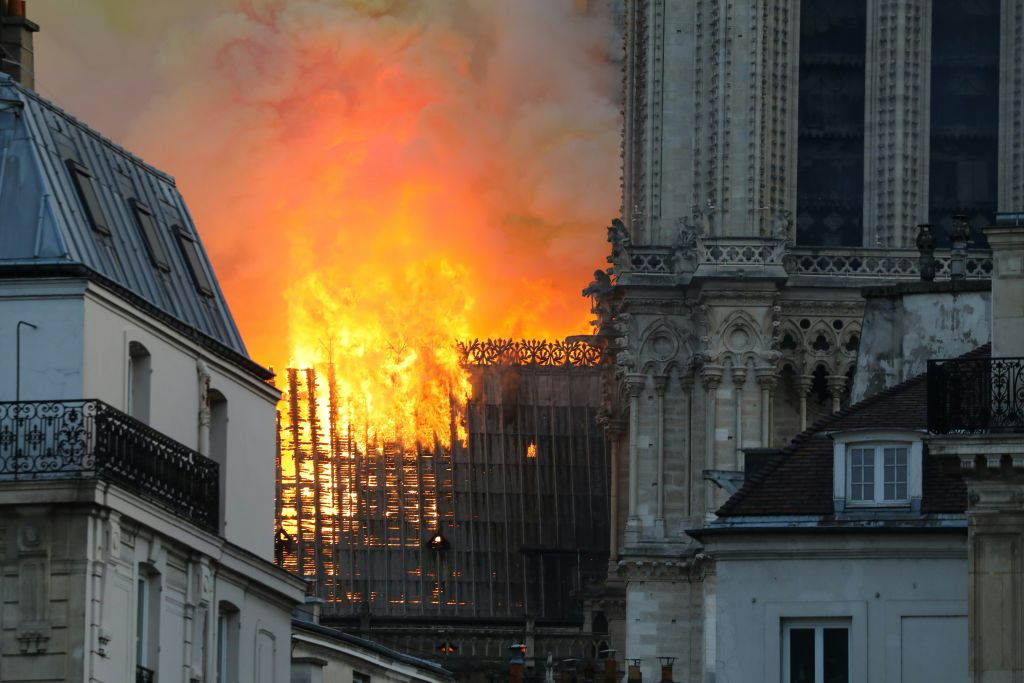 incendio notre dame paris imágenes foto video catedral iglesia destruye